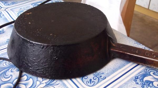 фото нагара снаружи сковороды