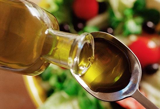 фото как отчистить жвачку с волос растительным маслом