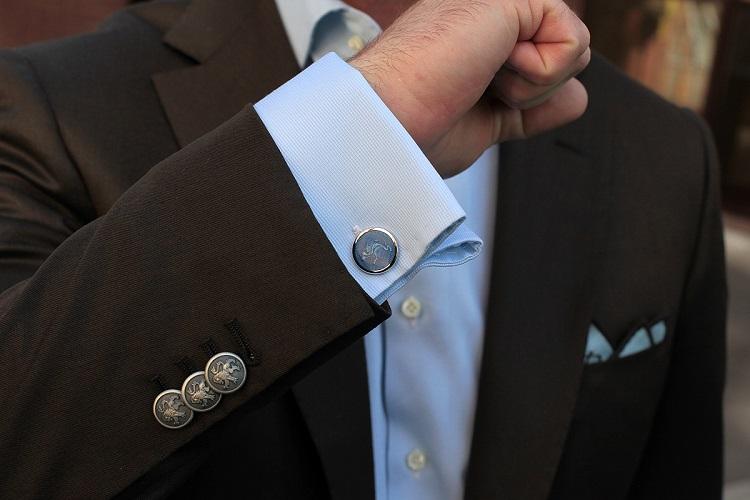 фото чистый рукавов пиджака