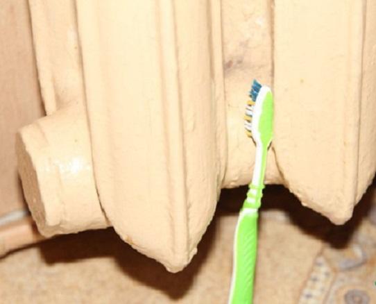 фото чистки батареи зубной щеткой