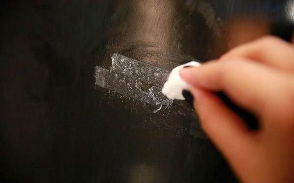 фото удаления следов от скотча со стекла
