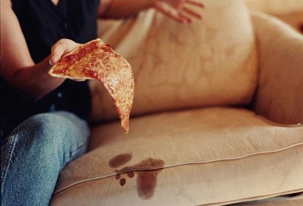 фото жирного пятна на диване