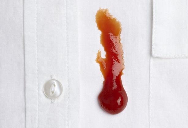 фото удаления кетчупа с белой одежды