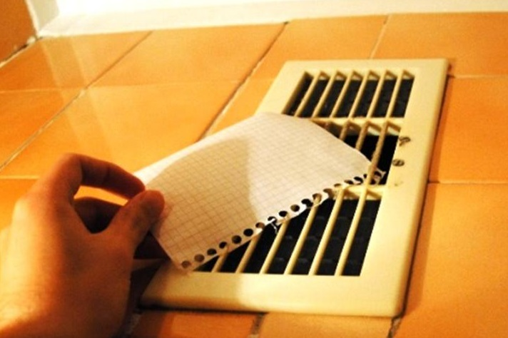 фото проверки системы вентиляции бумагой