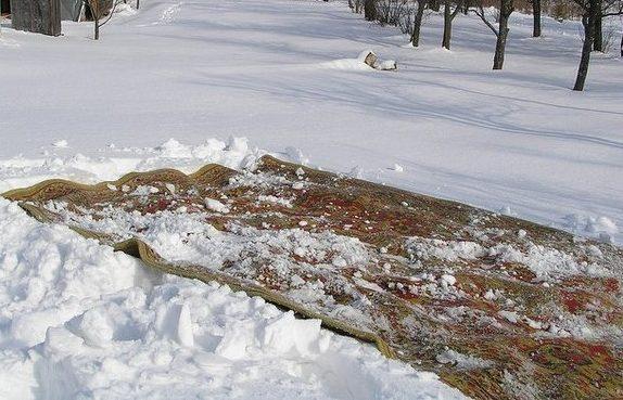 фото чистки ковра снегом