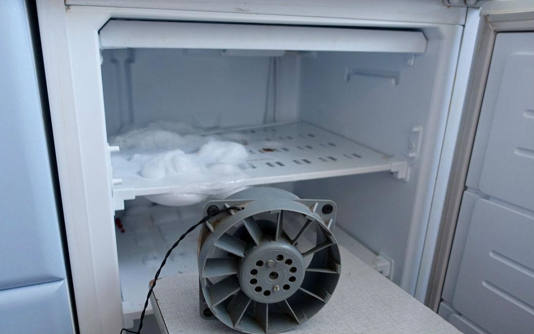 фото льда на задней стенке холодильника
