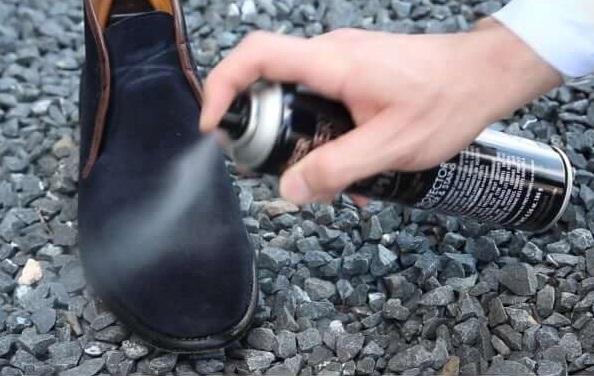 как наносить пропитку для обуви в виде спрея