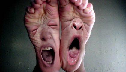 почему появляется потливость и неприятный запах ног