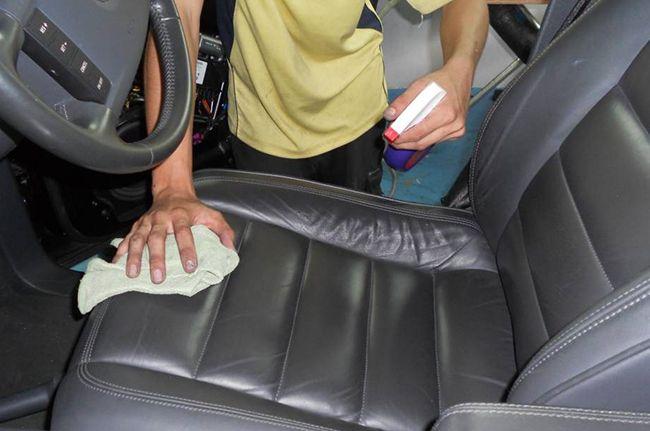 фото как правильно чистить чехлы на сиденьях