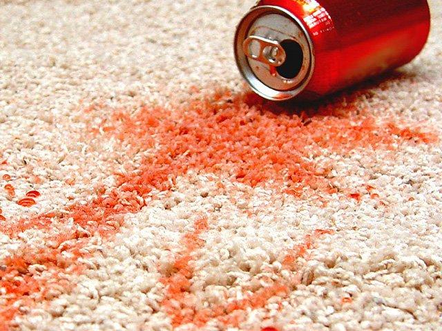 фото пятна от колы на ковре