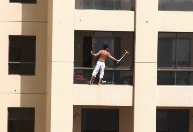 фото как не нужно мыть окна на балконе
