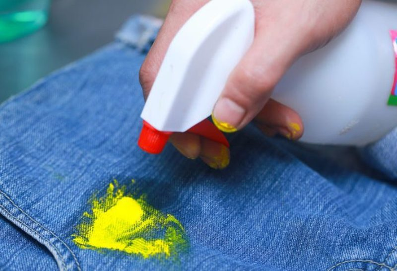 фото как правильно удалять краску на джинсах